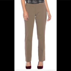 NWT - Apt 9 Curvy straight leg dress pants - 4P